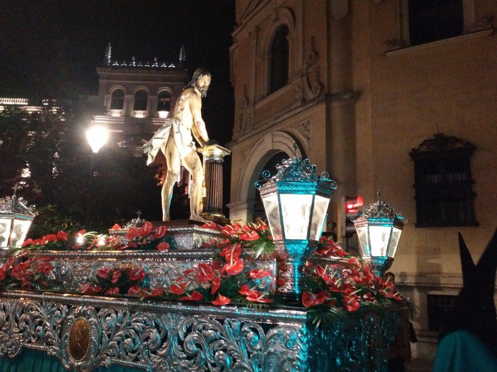Imagen del cristo atado a la columna procesionando en Semana Santa
