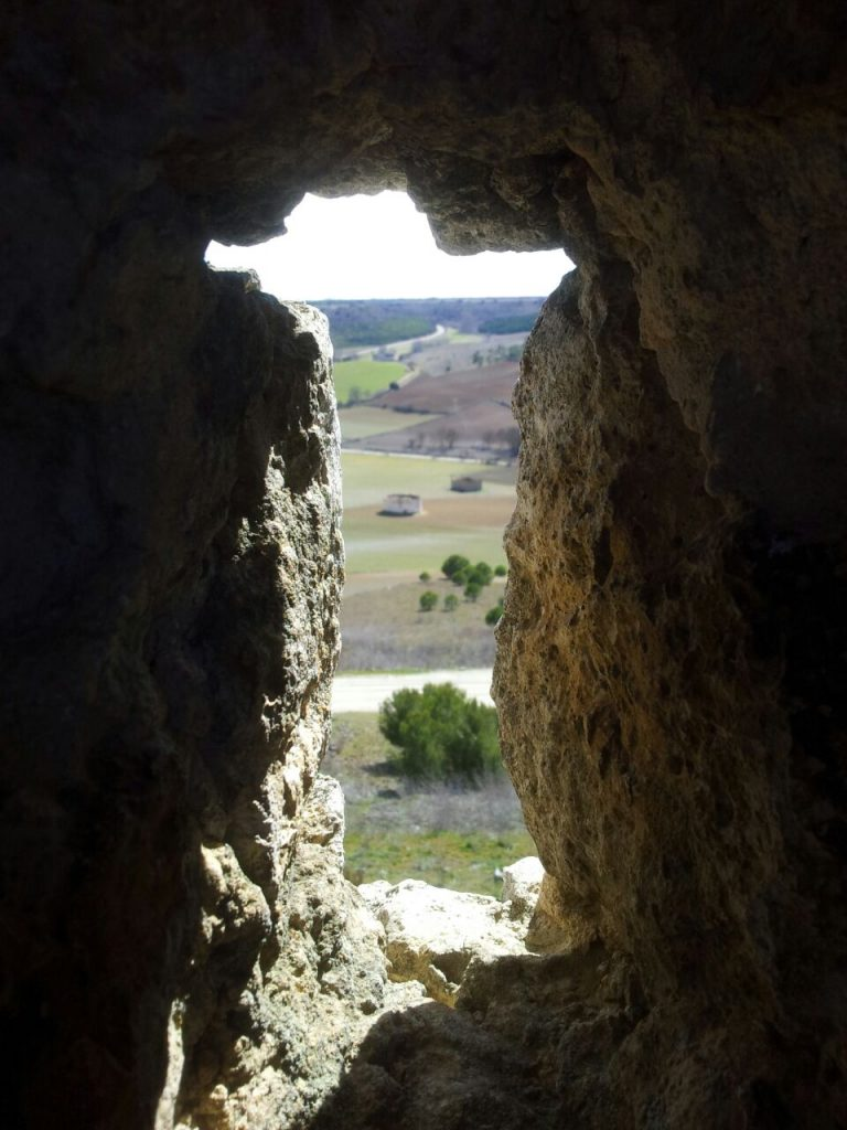 Foto a través de la muralla de Urueña