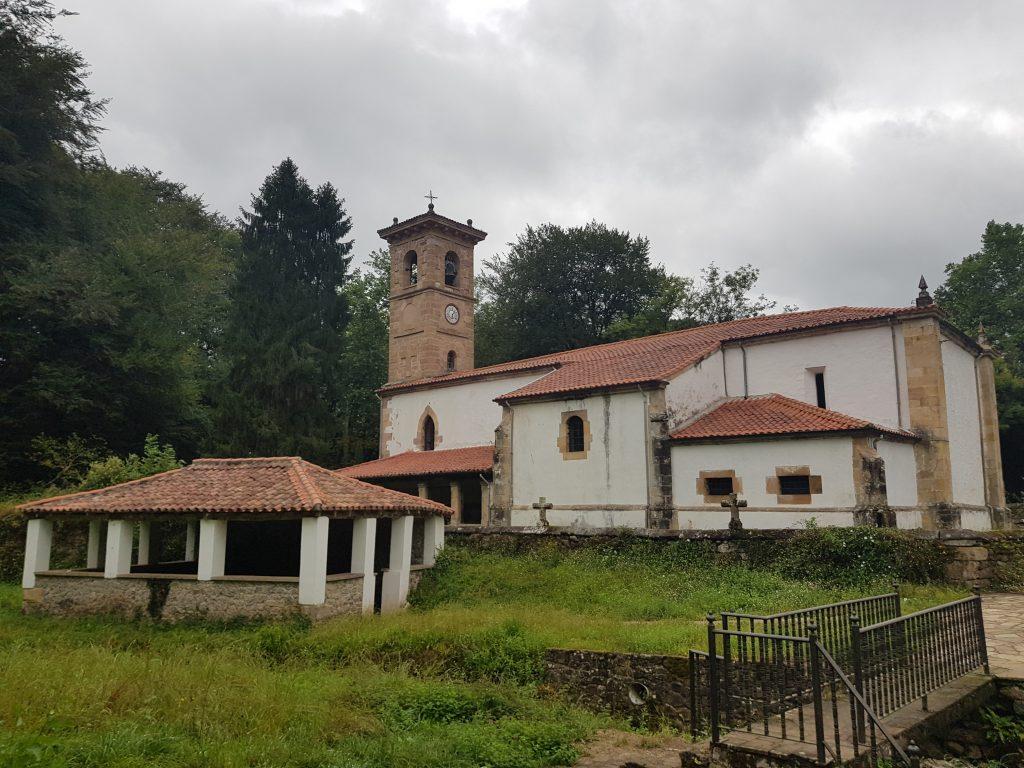Iglesia de San Cipriano y lavadero en Esles