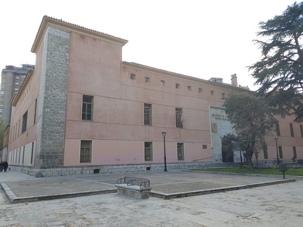 imagen exterior de la biblioteca pública de Valladolid