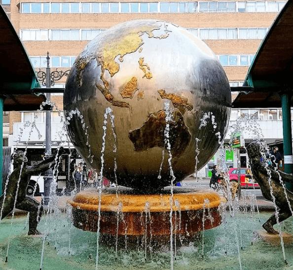 bola del mundo plaza españa valladolid